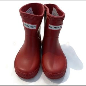 Hunter rain boots in military red - toddler
